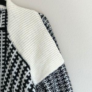 Apt. 9 Sweaters - EUC   Apt. 9 BW Knit Oversized Cardigan Sweater